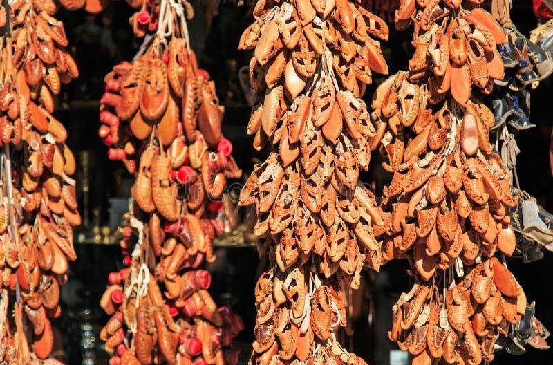 Pamiątki dla sprzedaży w Skopje starym bazar, Macedonia zdjęcie stock