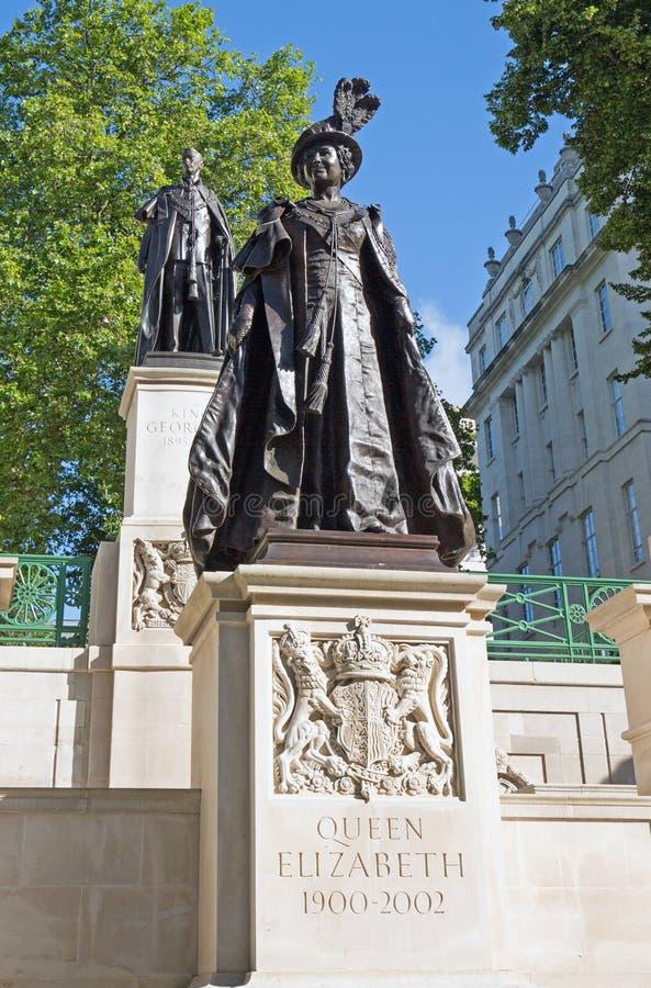 Pamiątkowe statuy królewiątko George VI i królowa Elizabeth królowej matka obraz royalty free