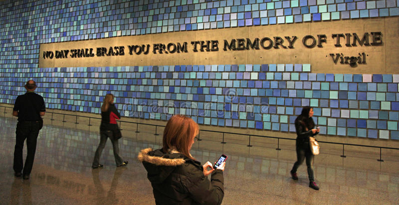 9/11 Pamiątkowych muzeów, Memorial Hall przy punktem zerowym wybuchu, WTC fotografia stock