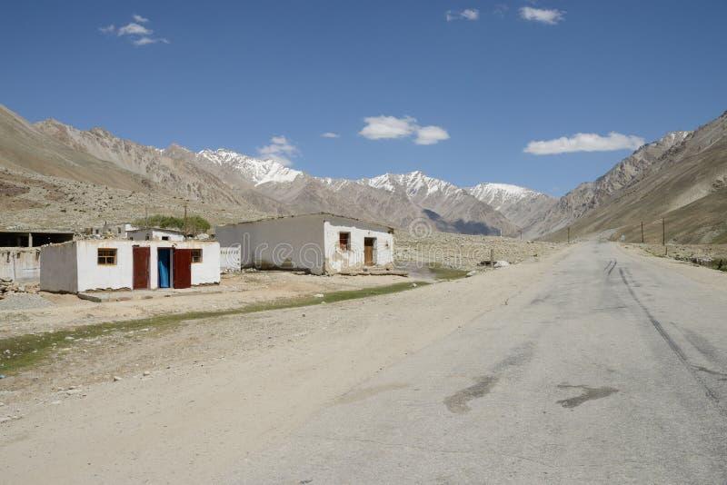Pamir huvudväg i Tadzjikistan royaltyfri fotografi