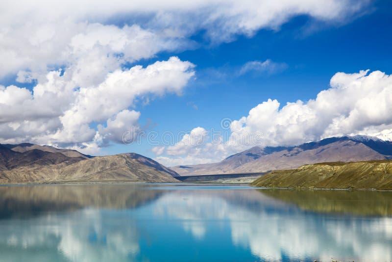 Pamirs chmury i jeziora zdjęcie stock