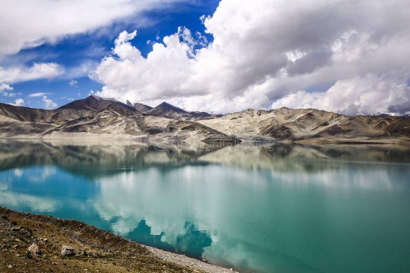 Pamirs chmury i jeziora fotografia stock
