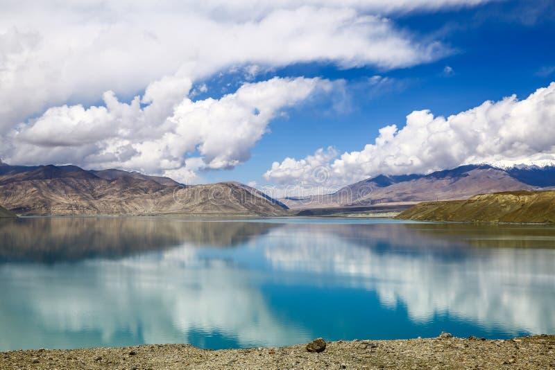 Pamirs chmury i jeziora zdjęcia stock