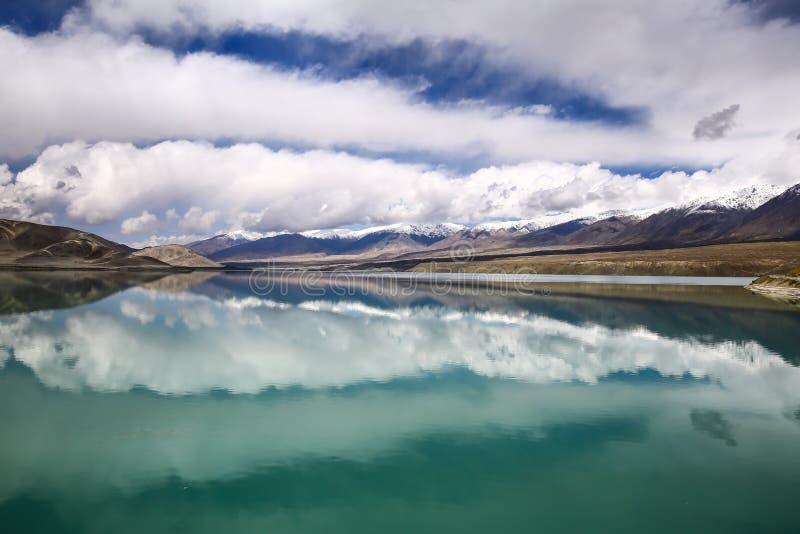 Pamirs chmury i jeziora zdjęcie royalty free