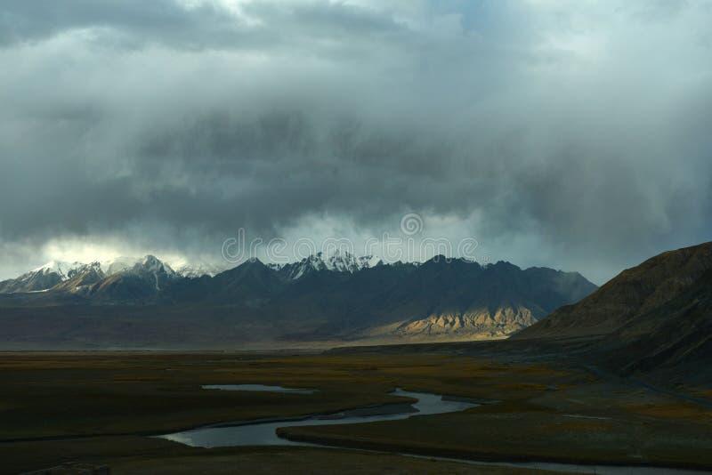Pamirs platåvåtmark royaltyfri bild