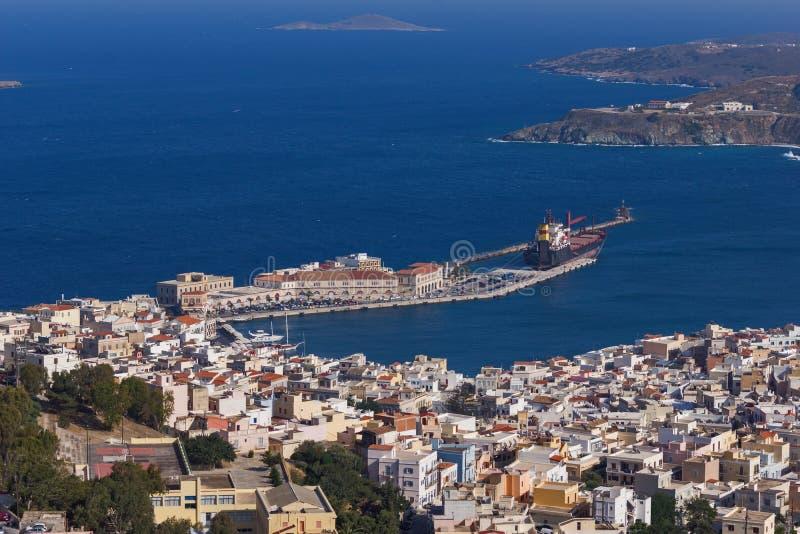 Pamoramic sikt till port av staden av Ermopoli, Syros, Grekland fotografering för bildbyråer