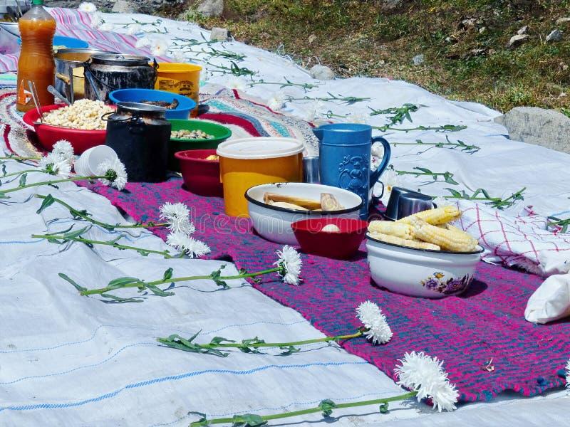 Pampamesa utförde i tacksamhet till den Pachamama eller moderjorden royaltyfri bild