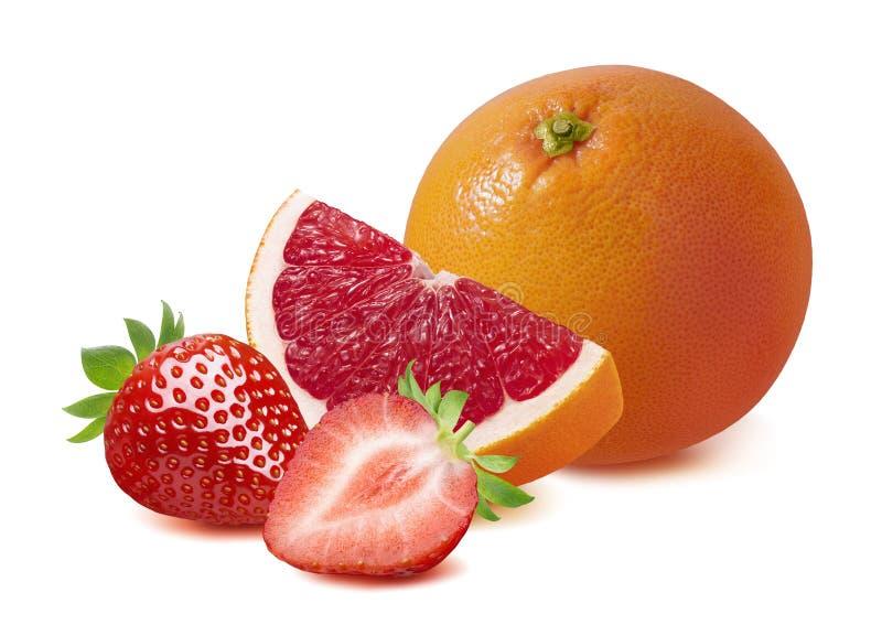 Pampelmuse und Erdbeeren lokalisiert auf weißem Hintergrund stockbilder