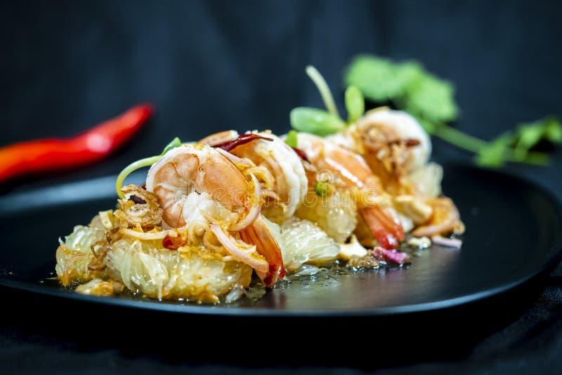 Pampelmusensalat mit Garnele, thailändische Nahrung lizenzfreies stockbild
