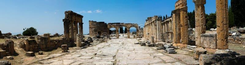 Pamukkale. Turkiet. Fördärvar av Hierapolis, forntida stad royaltyfria bilder