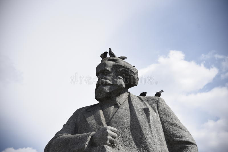 Pamyatnik Karlu Marksu Karl Marx arkivbilder