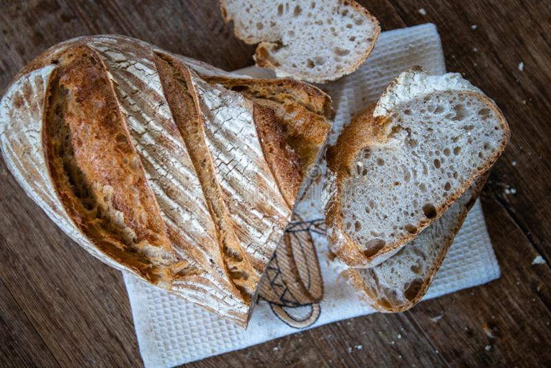 Pan ácimo entero orgánico recientemente cocido sano hecho en casa del grano imagen de archivo libre de regalías