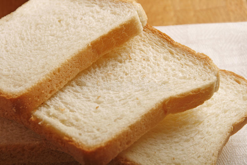 Pan blanco rebanado imagenes de archivo