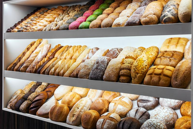 Pan, bollos y productos de la panadería fotos de archivo libres de regalías