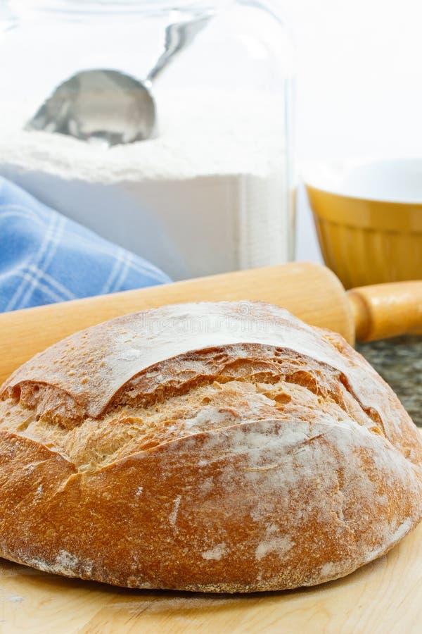 Pan cocido al horno fresco del artesano imagen de archivo