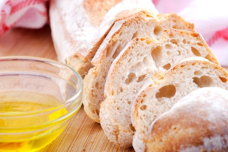 Pan con aceite de oliva imagen de archivo libre de regalías