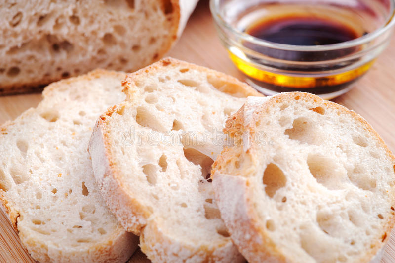 Pan con aceite de oliva fotos de archivo libres de regalías