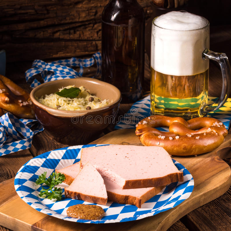 Pan con carne bávaro con dulce el senf fotos de archivo libres de regalías