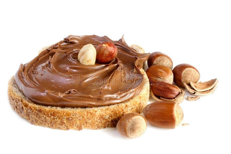Pan con la extensión de la avellana del chocolate dulce fotografía de archivo libre de regalías
