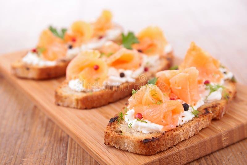Pan con los salmones imagen de archivo