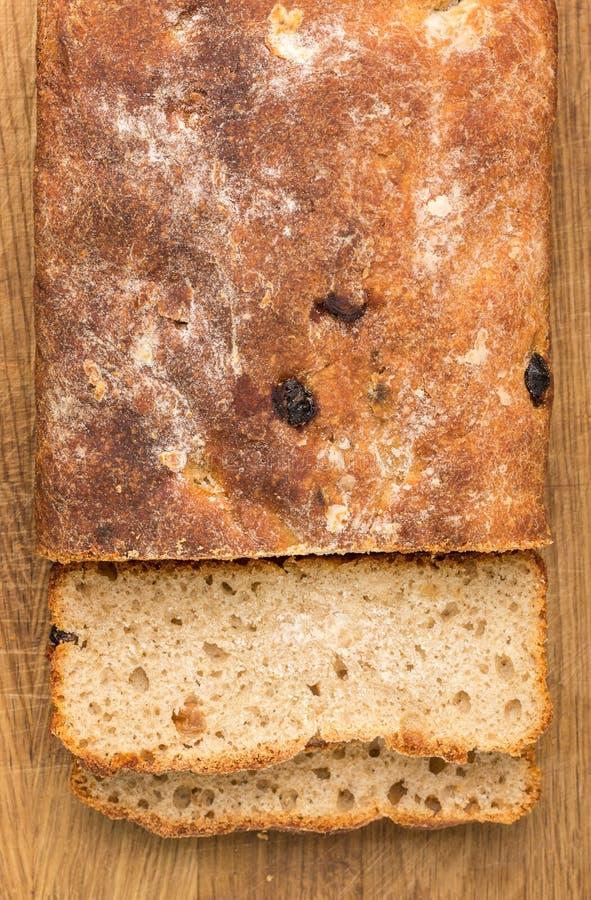 Pan cortado del pan ácimo hecho en casa del trigo fotos de archivo