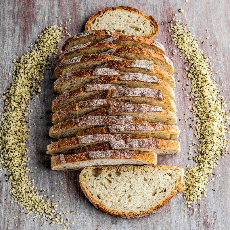 Pan de pan amargo del cáñamo fotografía de archivo libre de regalías