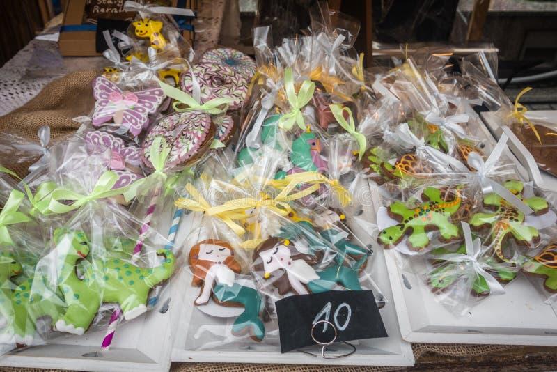 Pan de jengibre adornado para la venta en un festival imagen de archivo