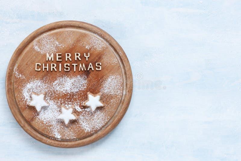 Pan de jengibre tradicional de la almendra de la Navidad y del advenimiento imagen de archivo libre de regalías