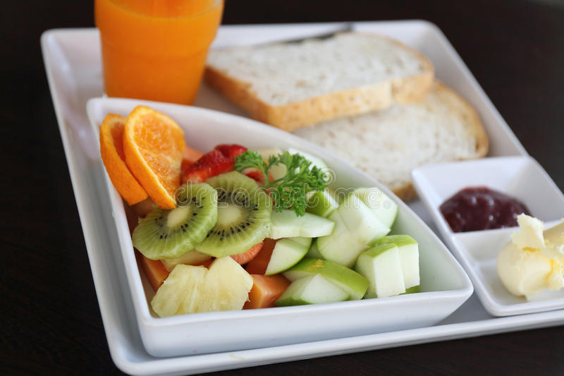 Pan de la fruta del desayuno y jugo del orage imágenes de archivo libres de regalías