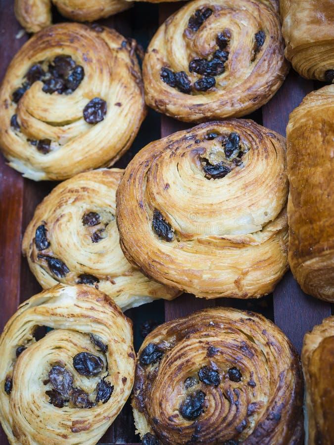 Pan de pasa y panadería daneses fotos de archivo