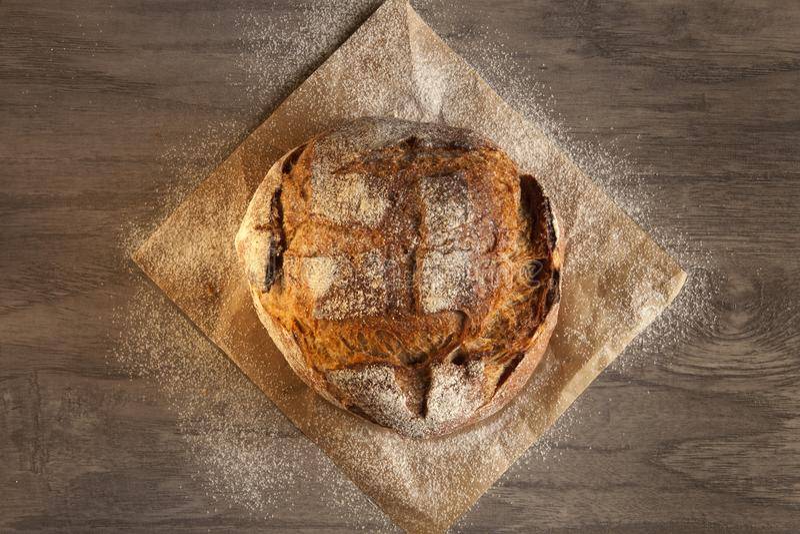 Pan de Rye en un de madera fotografía de archivo