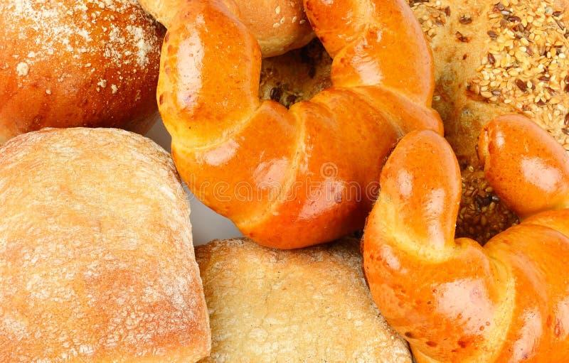 Pan del cereal, cruasanes y pasteles dulces en un surtido imagen de archivo