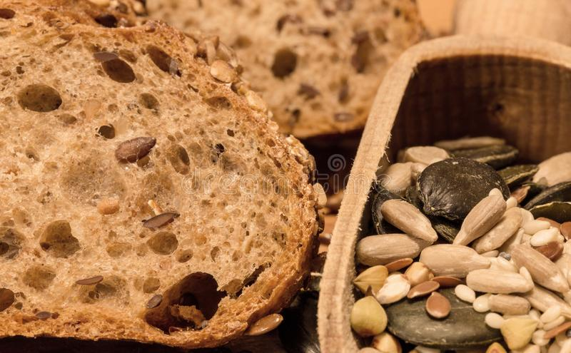 Pan del grano y del spelta con los cereales 8 imagenes de archivo