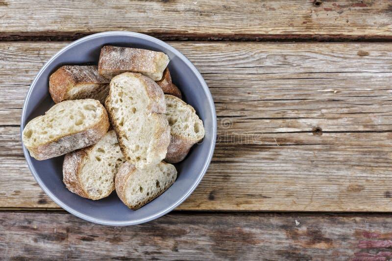 Pan, delicioso, comida, fresco, cortada, tabla, pan, panadería, desayuno, brunch, gastrónomo, sano, almuerzo, visión orgánica, su fotografía de archivo libre de regalías