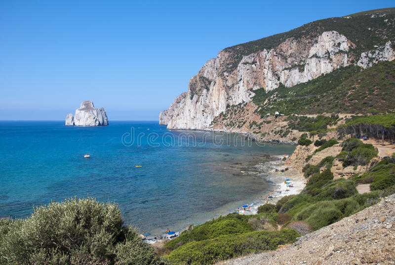 Pan di Zucchero bascule en mer, dans Masua (Nedida), la Sardaigne d photos libres de droits
