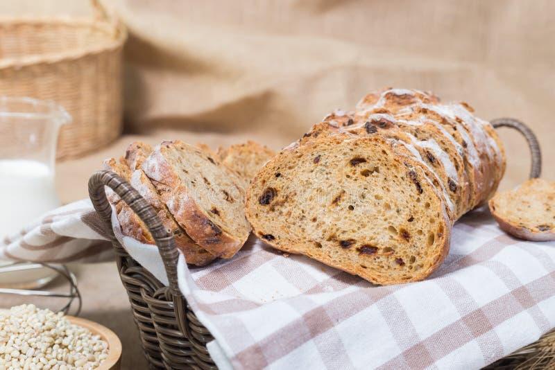 Pan en cesta foto de archivo libre de regalías