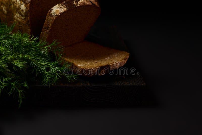 Pan en un fondo oscuro imagen de archivo