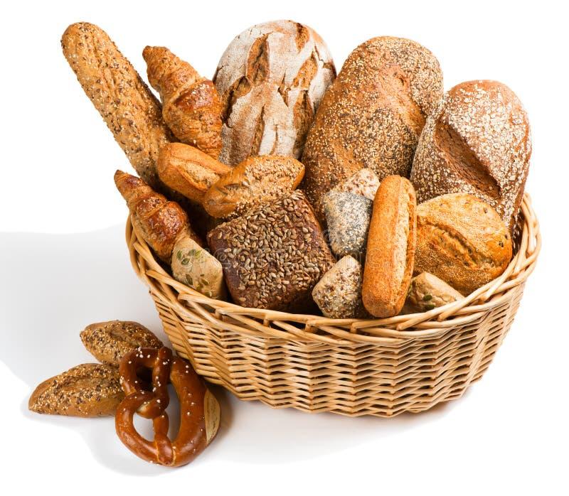 Pan en una cesta grande imágenes de archivo libres de regalías