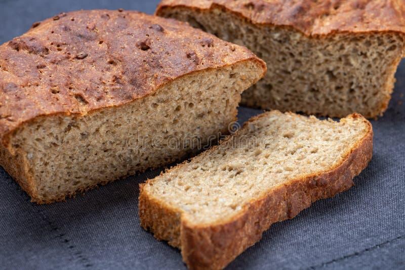 Pan entero del grano o del trigo integral foto de archivo libre de regalías