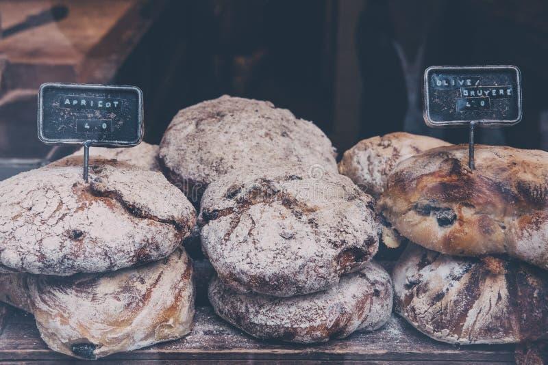 Pan fresco del artesano en venta fotografía de archivo libre de regalías