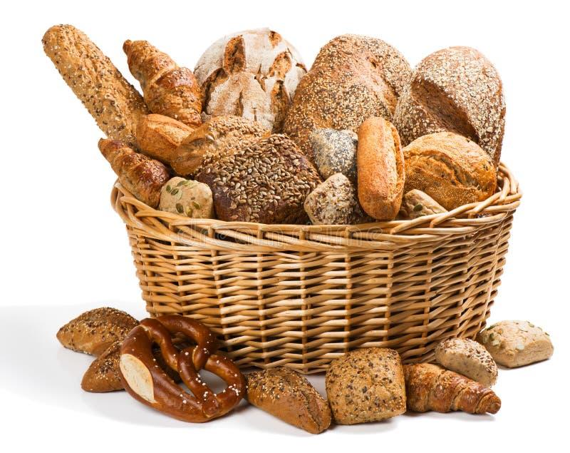 Pan fresco en una cesta imagen de archivo