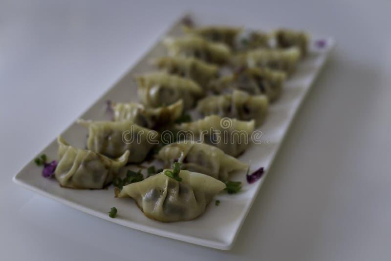 Pan Fried Chinese Dumplings op Plaat 2 royalty-vrije stock foto's