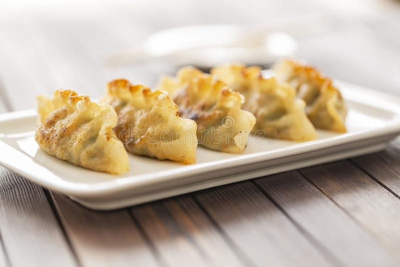 Pan Fried Dumpling, con la salsa Alimento asiático fotos de archivo
