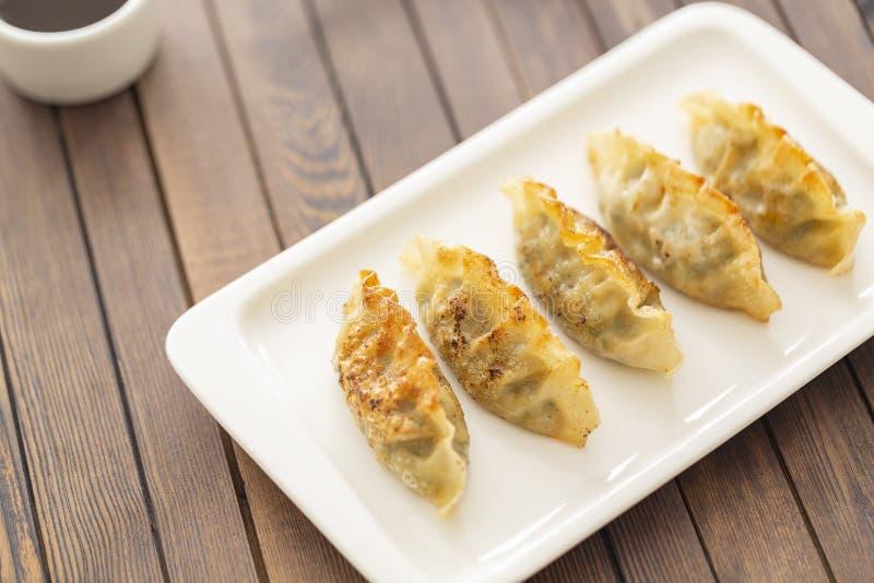 Pan Fried Dumpling, con la salsa Alimento asiático foto de archivo