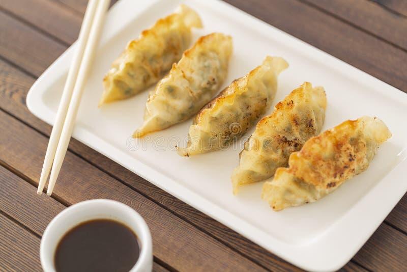 Pan Fried Dumpling, con la salsa Alimento asiático imágenes de archivo libres de regalías