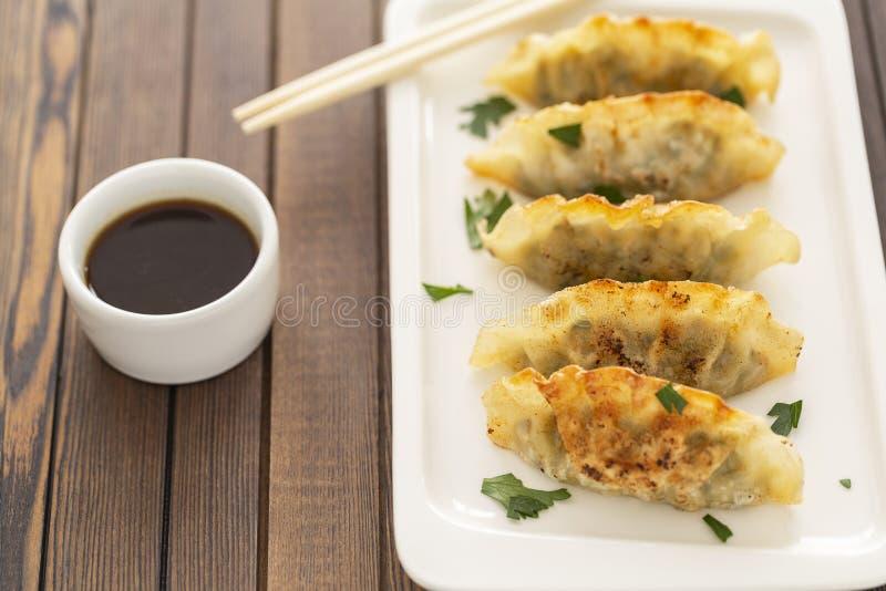 Pan Fried Dumpling, con la salsa Alimento asiático fotos de archivo libres de regalías