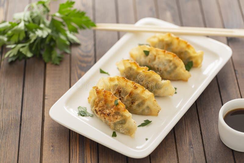 Pan Fried Dumpling, con la salsa Alimento asiático imagen de archivo