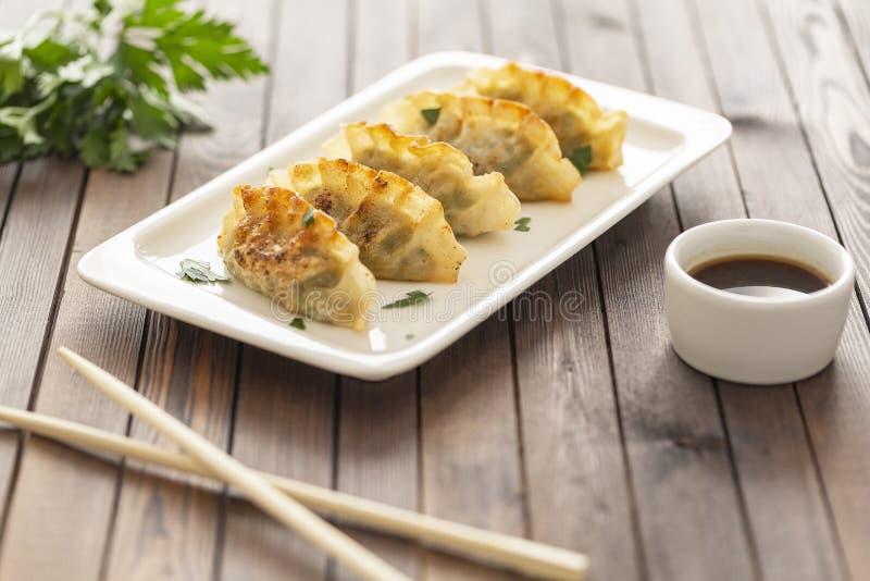 Pan Fried Dumpling, con la salsa Alimento asiático imagen de archivo libre de regalías