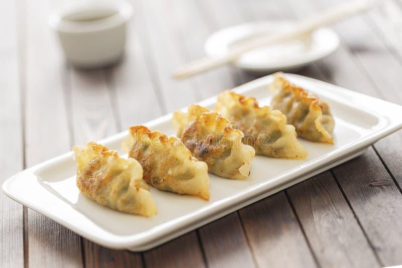 Pan Fried Dumpling, met saus Aziatisch Voedsel royalty-vrije stock afbeelding