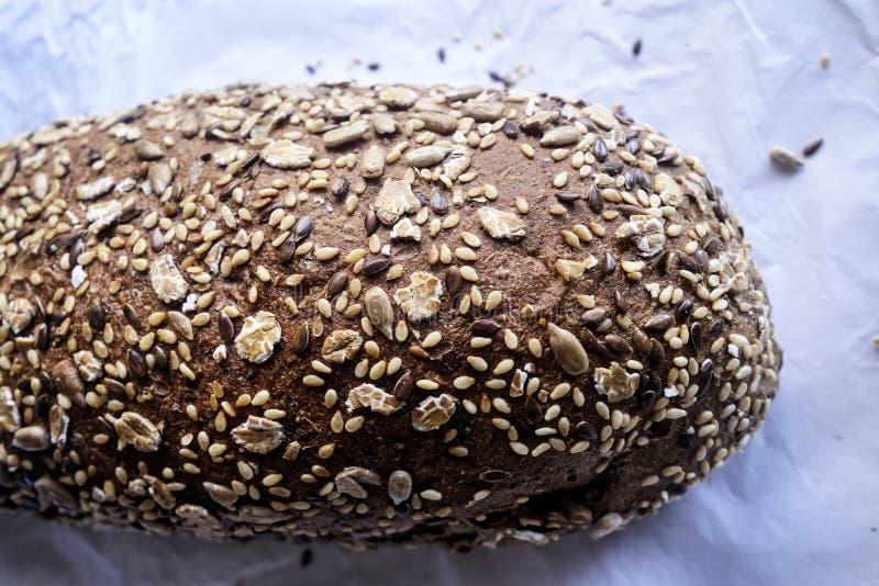 Pan griego del marrón del trigo integral fotos de archivo libres de regalías